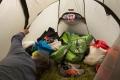 Christian spielt jeden Morgen den 7-Uhr-Wecker. Während wir in luxuriösen Zelten liegen..