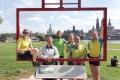 Etappenteam 5 vor dem Dresdner Postkarten-Panorama.