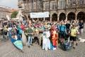 ..wir vom Team Eins und die das Team Kajak. Alle Teams haben Mitfahrer bzw. Mitläufer mitgebracht. Bitte beachtet die Bremer Stadtmusikanten vorne in der Mitte - zur Hälfte aus echten Tieren bestehend (-: