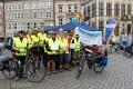 Der ADFC Bremen mit insgesamt 16 Menschen – Eskort-Service deluxe (-: Für die beiden Tandem-Teams (Dammsiel und Delmenhorst) Foto: Claudia A.-Cruz