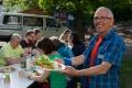 Ericht freut sich über's Super-Essen. Wie immer klappt auch auf diesem Treffen alles wie von selber, Es finden sich Leute fürs Kochen (Herbert tat sich als Prima-Dal-Koch hervor) – unterstützt von vielen anderen.