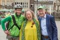 Neben Sebastian Burger, Initiator und Leiter  der MUT-TOUR die beiden Schirmerltern seit Anbeginn 2012: Annelie Keil, Sozial- und Gesundheitswissenschaftlerin & und Willi Lemke, ehem. Werder-Manager und Politiker.