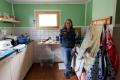 Mona hilft als MUT-TOUR-erfahrene Teilnehmerin u.A. in der Küche, während..