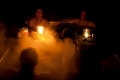 Und an einem dritten Fleck vier von uns in einem großen Edelstahlbottich mit Holzfeuer drunter sitzen. Alles nicht das Schlechteste (-;