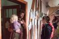 Im Gutshaus angekommen, erklärt uns Heiko ein wenig, wie die Dinge laufen..