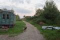 In Klein Hundorf leben einige Dutzend große und kleine Menschen gemeinschaftlich an einem Ort – einige leben besonders ökologisch, die anderen auch einfach nur: abgeschieden und in Ruhe.