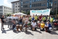 Mit ihren Ehrenamtlichen hat sie einen schönen Aktionstag in der Lübecker Fußgängerzone organisiert.
