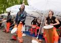 """Trommeln gegen den Regen: """"Stockwerk Orange"""" heizt ein, München 2014"""