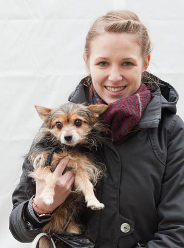 Portrait Annika mit Hund Lucky