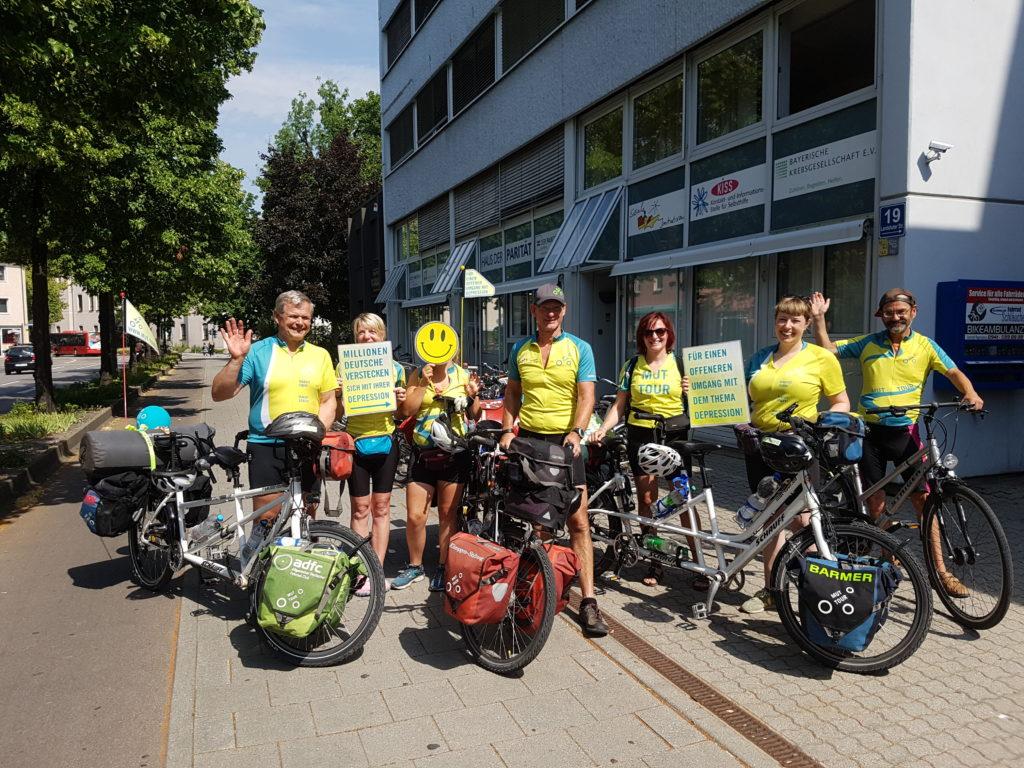 MUT-TOUR 2019 Team Tandem Süd 2 vor der psychosozialen Kontakt- und Beratungsstelle in Regensburg