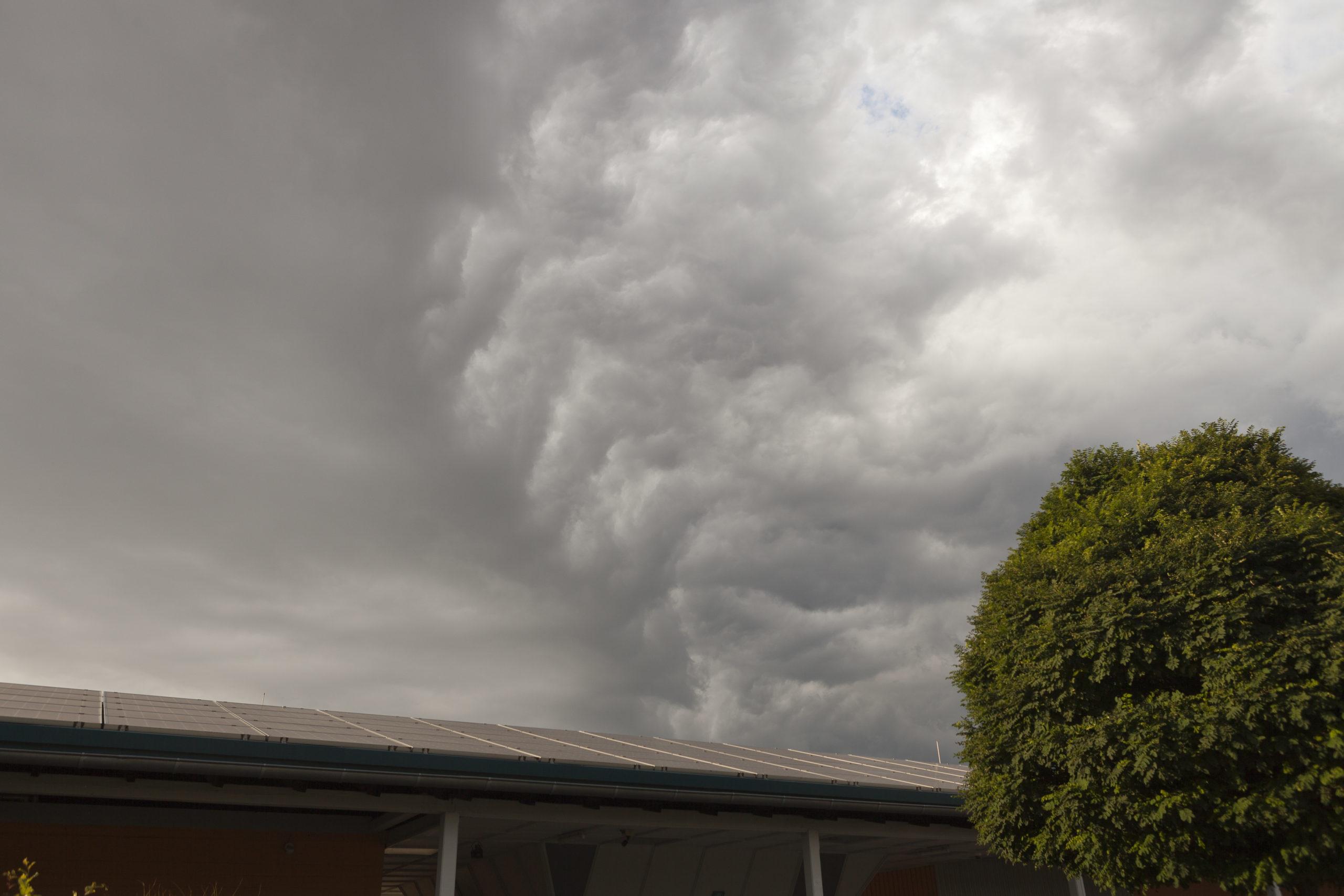 aufziehender Sturm Sinnbild für Sucht