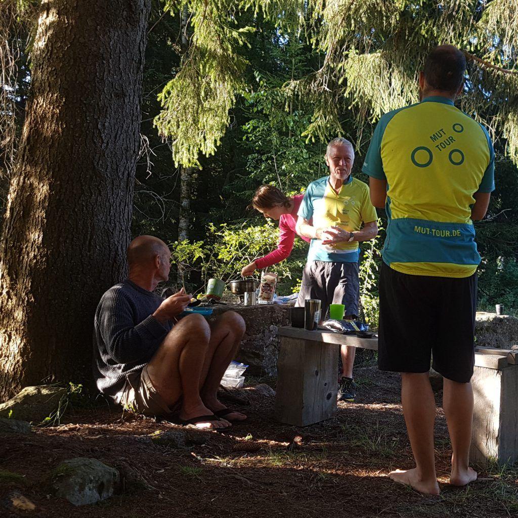 MUT-TOUR Tandem-Team während Etappe, kurze Rast