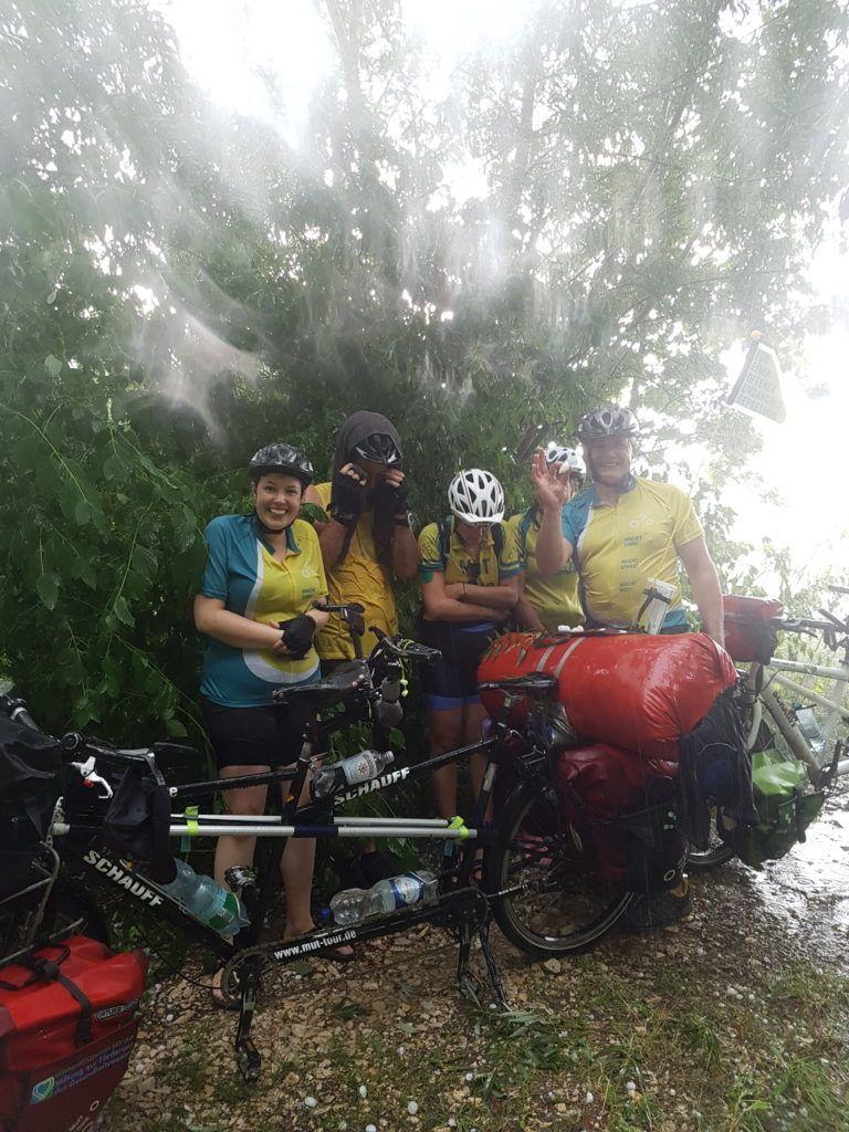 Team Süd MT von Regenschauer überrascht