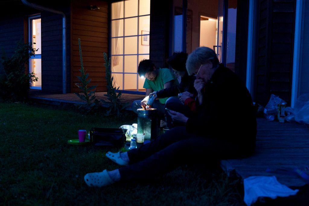 Teilnehmer am Abend mit Stirnlampe