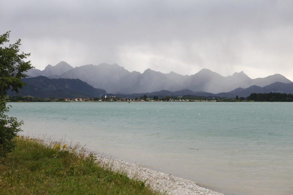 Naturbild mit See und Berge