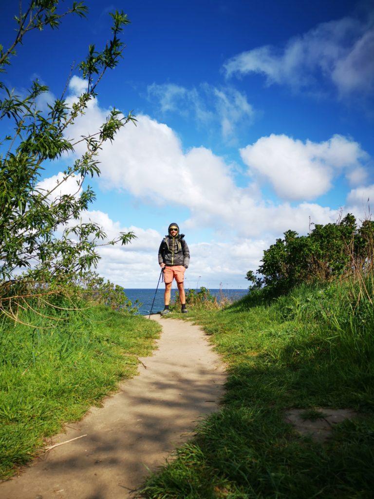 Wanderweg entlang des Jakobweges, eisiger Maitag mit Küstenwind