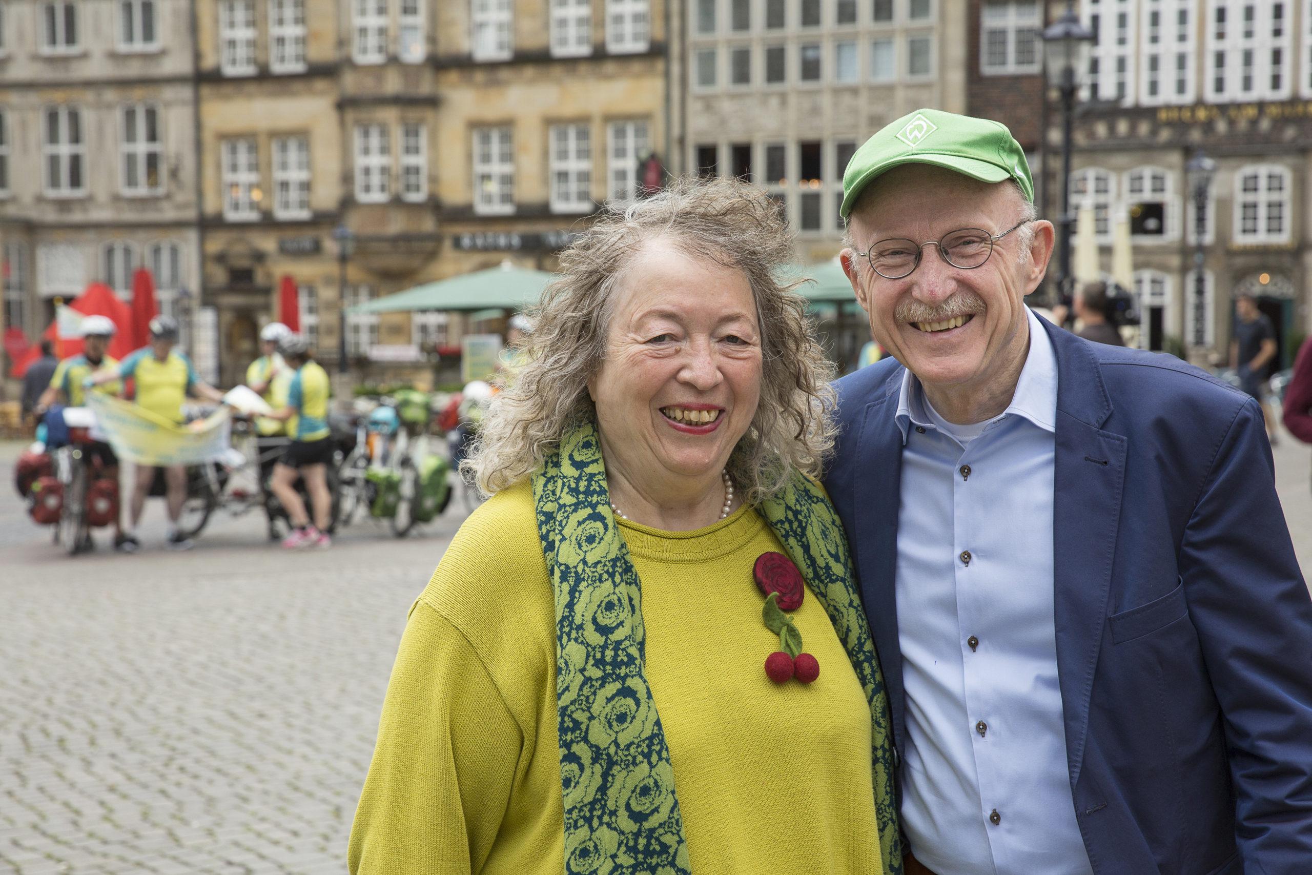 Willi Lemke & Annelie Keil (rechts und Mitte), Schirmeltern der MUT-TOUR seit 2012